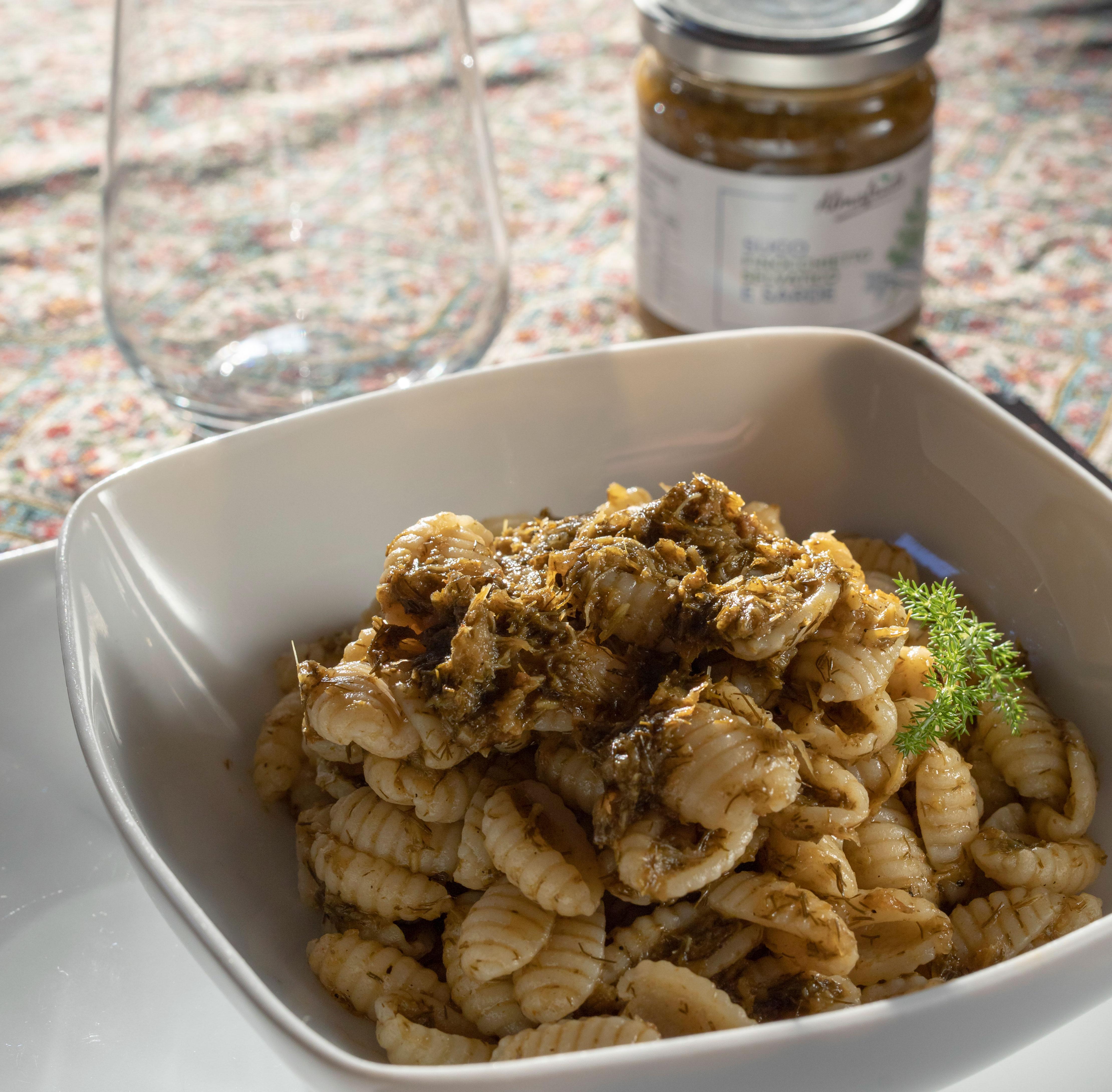 Piatto pasta con finocchietto selvatico e sarde